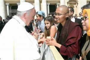 Sayalay Chandadhika bij Paus